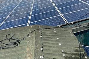Inspektion und Reinigung der Solaranlage.
